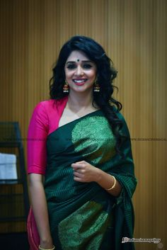 Nyla Usha Actress Photos Stills Gallery Nyla Usha, Cotton Saree Blouse Designs, Set Saree, Modest Fashion Hijab, Stylish Blouse Design, Indian Beauty Saree, Indian Celebrities, Beautiful Indian Actress, Indian Actresses