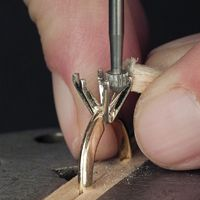 Practical Stone Setting Part 25: Setting an Oval in Prongs