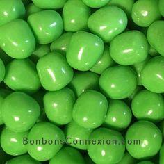 The watermelon fruit sour balls are now available in a spring green colour.  Les boules sûres à la saveur de melon d'eau sont maintenant disponible dans un teint de vert printanier.