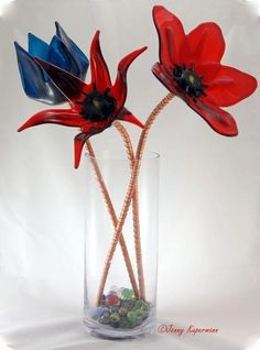 Hand made, unique design, signed. The stems are made of copper tubes and attached to the flowers with bolts. The middle piece of Stained Glass Flowers, Fused Glass Art, Stained Glass Art, Glass Art Design, Kiln Formed Glass, Fire Glass, Artist Gallery, Flower Art, Art Flowers