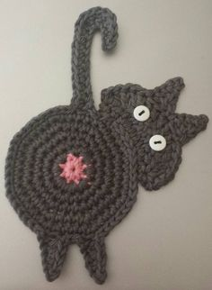 Here is a pattern for this cute little peeking kitty.  LOL I crochet very tightly and use an H hook and cotton worsted weight yarn.  You may want to use an F or G hook depending on the size you wan...