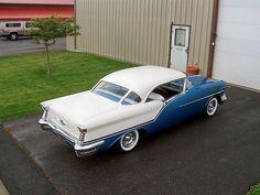 Oldsmobile Super 88 (1957).