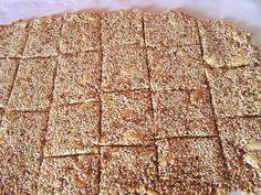 Σπιτικό παστέλι σε 10 λεπτά !!! Το γλυκό από σουσάμι και μέλι.. Cookbook Recipes, Cooking Recipes, Vegan Bar, Greek Sweets, I Am Awesome, Bread, Snacks, Baking, Healthy