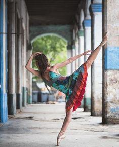 Ces 17 photographies de danseurs dans les rues de Cuba vont vous en mettre plein les yeux