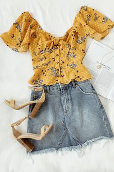 Karla Golden Yellow Floral Print Tie-Front Top A cute mustard yellow outfit for warm sunny days. Blue flowers and swiss dots decorate the blouse and are the perfect compliment to a denim mini skirt. Oufits Casual, Casual Outfits, Fashion Outfits, Womens Fashion, Fashion Trends, Cute Summer Outfits, Spring Outfits, Cute Outfits, Mustard Yellow Outfit