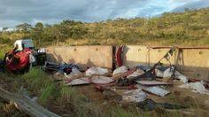 #News  Carreta capota na MG-181 e deixa uma vítima fatal próximo a João Pinheiro, MG