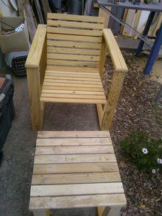 Profitez du fauteuil style adirondack en bois de palettes for Modele de fauteuil en palette