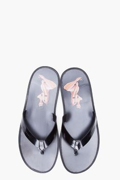 quality design 74203 65bef GIVENCHY Black Poster Girl Flip Flops Girls Flip Flops, Givenchy Sandals,  Givenchy Clothing,