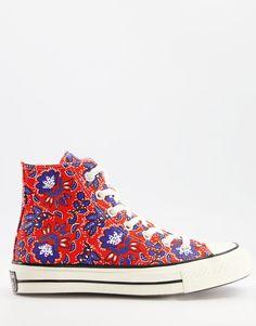 Converse - Chuck 70 - Baskets montantes à imprimé floral - Rouge New Converse, Converse Sneakers, Converse Chuck Taylor, Asos, Floral Sneakers, High Top Sneakers, Pierre Hardy, Baskets, Red Fashion