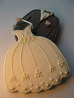 Gorgeous Wedding Cookies by www.bellaregalo.com
