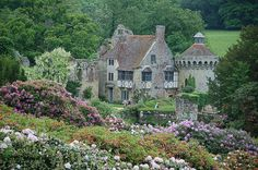 absolutely the ost perfect house for me. old english style, in the country, surrounded by gardens... it even has a big, squat parapet!