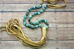 Grosse Turquoise et collier pompon en cuir par BuckskinBetty