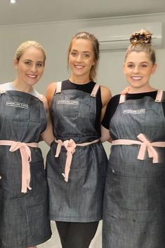The team at know how to rock Pink Straps! 💕 Paired with our Henry apron in Charcoal, this look is sure to keep this team clean and united 😎 With our 'Choose Your Strap' apron range you can choose from up to 13 different coloured straps Beauty Salon Uniform Ideas, Beauty Salon Decor, Beauty Salon Design, Beauty Studio, Beauty Salons, Nail Salon Design, Salon Interior Design, Pink Nail Salon, Beauty Therapist Uniform