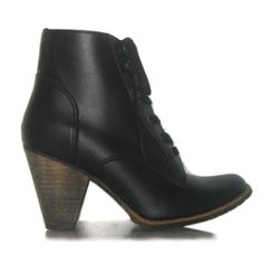 Animal, Environmentally and Worker-friendly Vegan boots from Novacas. Want.