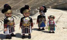 Βρήκαμε Έναν 19χρονο Έλληνα που Ντύνει τα Playmobil Καραγκούνες | VICE | Greece