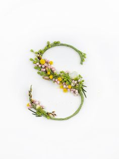 Un abecedario creado con brotes y flores naturales es parte de un proyecto, aún en desarrollo, de Alice Mouoru, diseñadora gráfica rusa. Creado en conjunt
