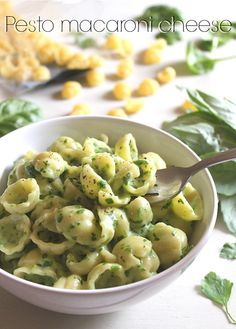 Spinach and basil pesto macaroni cheese