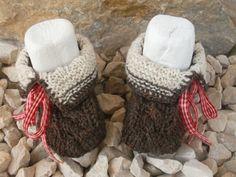 gestrickte Babyschuhe, Trachtenschuhe  von kreatives Stricken auf DaWanda.com