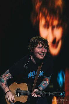 Que vicio que es mirarte cuando sonríes.
