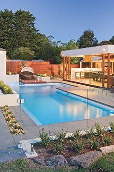 40 Beautiful Backyard Ideas with Swimming Pool 40 schöne Hinterhof-Ideen mit Swimmingpool Pool Garden, Backyard Pool Landscaping, Backyard Pool Designs, Small Backyard Pools, Small Pools, Swimming Pools Backyard, Pool Fence, Patio Fence, Diy Fence