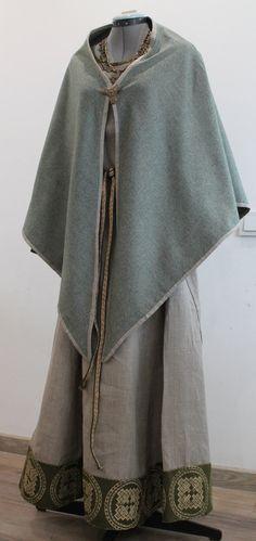 Triangle viking shawl by NornasMystery on Etsy