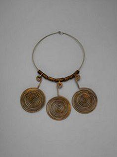 Necklace | Alexander Calder.  Gilded brass wire.  ca. 1930s.