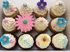 I am ready for spring with these Atelier du Biscuit cupcakes!