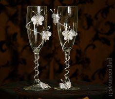 Wedding Flutes, Wedding Glasses, Champagne Glasses, Wine Glass Crafts, Bottle Crafts, Wedding Cake Knife And Server Set, Flute Glasses, Decorated Wine Glasses, Hobbies And Crafts