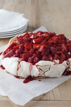 Pavlova topped with Fresh Raspberries and Strawberries drizzled with SHOTT Strawberry syrup. Perfect summer dessert dressed to impress! Easy Desserts, Delicious Desserts, Dessert Recipes, Fruit Dessert, I Love Food, Good Food, Yummy Food, Naked Cakes, Happy Foods
