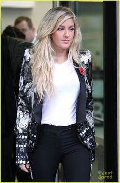 Ellie Goulding pulls the rocker glam effortlessly.