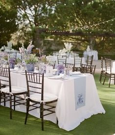 There's elegant and then there's ELEGANT! With traditional ginger jars, white blooms and a classic garden setting, this beautiful day is… Wedding Table Settings, Place Settings, Lavender Wedding Theme, Classic Garden, México City, Outdoor Furniture Sets, Outdoor Decor, Elegant Invitations, Ginger Jars