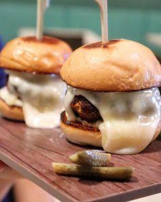 Chorizo, Sliders, Burgers, Hamburger, Addiction, Homemade, Ethnic Recipes, Instagram, Food