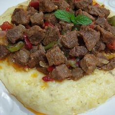 Et Meat sauté in mashed potatoes Ingredients Kebab Recipes, Good Food, Yummy Food, Middle Eastern Recipes, Iftar, Turkish Recipes, Dinner Dishes, Food And Drink, Cooking Recipes