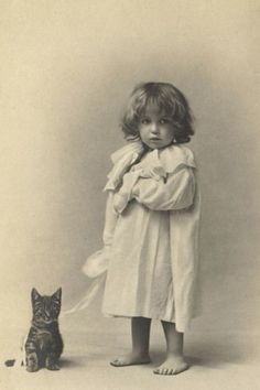 Vintage cat Tap the link for an awesome selection cat and kitten products for your feline companion! Vintage Children Photos, Images Vintage, Vintage Pictures, Vintage Photographs, Old Pictures, Old Photos, Vintage Ads, Vintage Style, Pierrot Clown