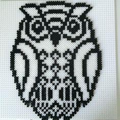 Owl hama perler by gittebrunsvig http://mistertrufa.net/librecreacion/culturarte/?p=12