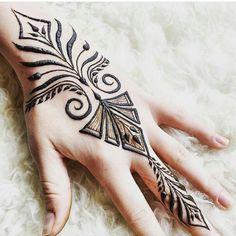 Stylish Ancient Style Henna Designs for Hands Unique Mehndi Designs, Beautiful Henna Designs, Latest Mehndi Designs, Mehndi Designs For Hands, Hand Designs, Foot Henna, Henna Body Art, Henna Art, Hand Henna