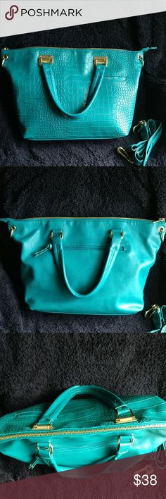 """Olivia + Joy Purse Gorgeous green/turquoise purse, USED ONLY ONCE! Brand new condition, zippered pocket on inside & 2 smaller pockets, also a zippered pocket on back of purse, comes with removable 48"""" strap Olivia + Joy Bags Crossbody Bags"""