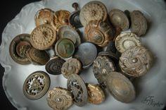 antique door knobs and drawer pulls