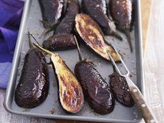 Auberginen aus dem Ofen ist ein Rezept mit frischen Zutaten aus der Kategorie Fruchtgemüse. Probieren Sie dieses und weitere Rezepte von EAT SMARTER!