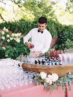 Le vin d'honneur est une vieille tradition qui vous permet de remercier celles et ceux ayant assisté à votre mariage mais que vous ne...