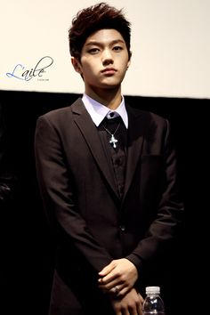 myungsoo. He's lookin' fine! As usual....