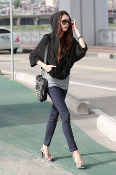Cropped hoodie with 3/4 length sleeves. Nice! Urban Korean fashion.  -Lily.  #streetstyle. #koreanfashion