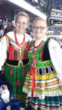 Hermanas en Asamblea internacional en #Indy, #Rusia en 2014.  Jw.org en español.   (In 2014 International Convention Indy... Sister's from Russia... such a joy to meet them. Jw.org)