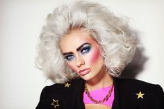 Wie bekomme ich das Jahre Make-up? Portrait of young beautiful platinum blond woman with bold eyebrows and style makeup Stock Photo 80s Eye Makeup, 1980 Makeup, Glam Rock Makeup, 80s Makeup Looks, 80s Makeup Trends, Hair Makeup, 1980s Makeup And Hair, Best Makeup Tips, Best Makeup Products