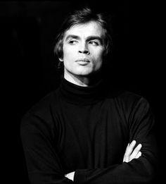Rudolf Noureev sur le tournage du Jeune Homme et la Mort, à Paris, en décembre 1966.