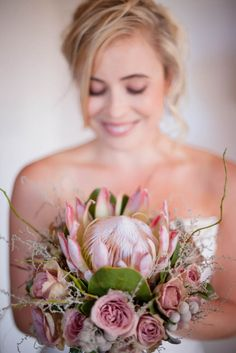 A collection of beautiful pictures of wedding bouquets. Protea Wedding, Rustic Wedding Flowers, Bridal Flowers, Farm Wedding, Wedding Bouquets, Wedding Ceremony, Protea Bouquet, Protea Flower, Hand Bouquet