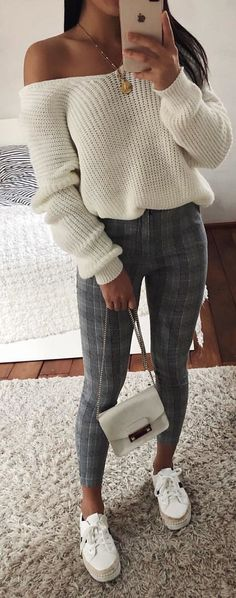Popular Winter Outfits To Wear ASAP white sweater The post Popular Winter Outfits To Wear ASAP appeared first on Beauty Shares. Tumblr Outfits, Mode Outfits, Casual Outfits, Fashion Outfits, Women's Casual, Fashion Women, Style Fashion, Fall Winter Outfits, Autumn Winter Fashion