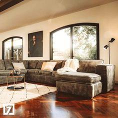 Favourites van Interieurstylist Renate: De Lina hoekbank + lounge in geschuurd leer in de kleur Moro. Die heeft ze ook gekocht voor haar eigen woonkamer. Bekijk de Lina bank Sofa, Couch, Interior Inspiration, Lounge, Modern, Velvet, Airport Lounge, Settee, Settee