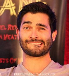 Find images and videos about tyler hoechlin and me when i try to be sexy on We Heart It - the app to get lost in what you love. Teen Wolf Derek Hale, Teen Wolf Mtv, Teen Wolf Boys, Teen Wolf Cast, Teen Wolf Memes, Tyler Hoechlin, Sterek, Wolf Tyler, Meninos Teen Wolf