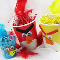 Plan an angry bird birthday party with an angry birds craft activity. Fun and easy angry birds crafts for kids. Ideas for making angry bird crafts. Cumpleaños Angry Birds, Festa Angry Birds, Bird Birthday Parties, Birthday Ideas, Birthday Decorations, 2nd Birthday, Table Decorations, Little Presents, Bird Party